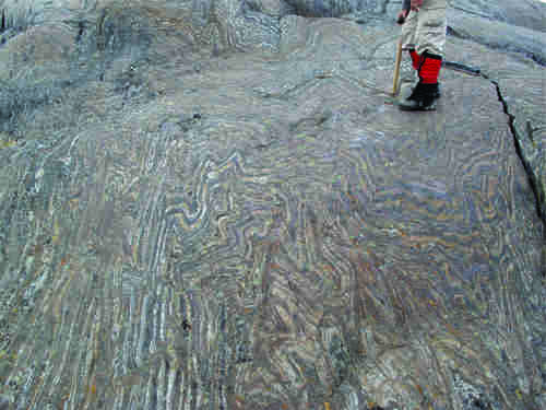 Photo 2013-278 : intensely folded oxide-facies banded iron formation